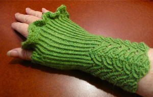 Adaptation by Vicki Elster of the HeartStrings Filigree Lace Mitts pattern